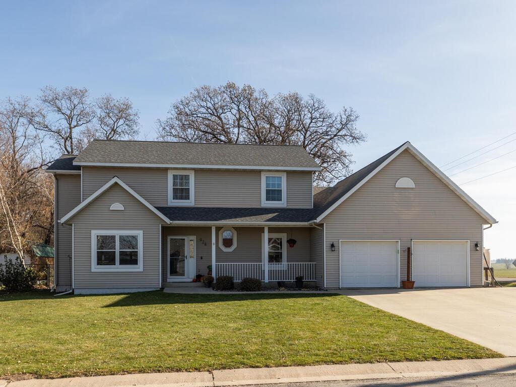 928 Jefferson Avenue SW Property Photo - Eyota, MN real estate listing