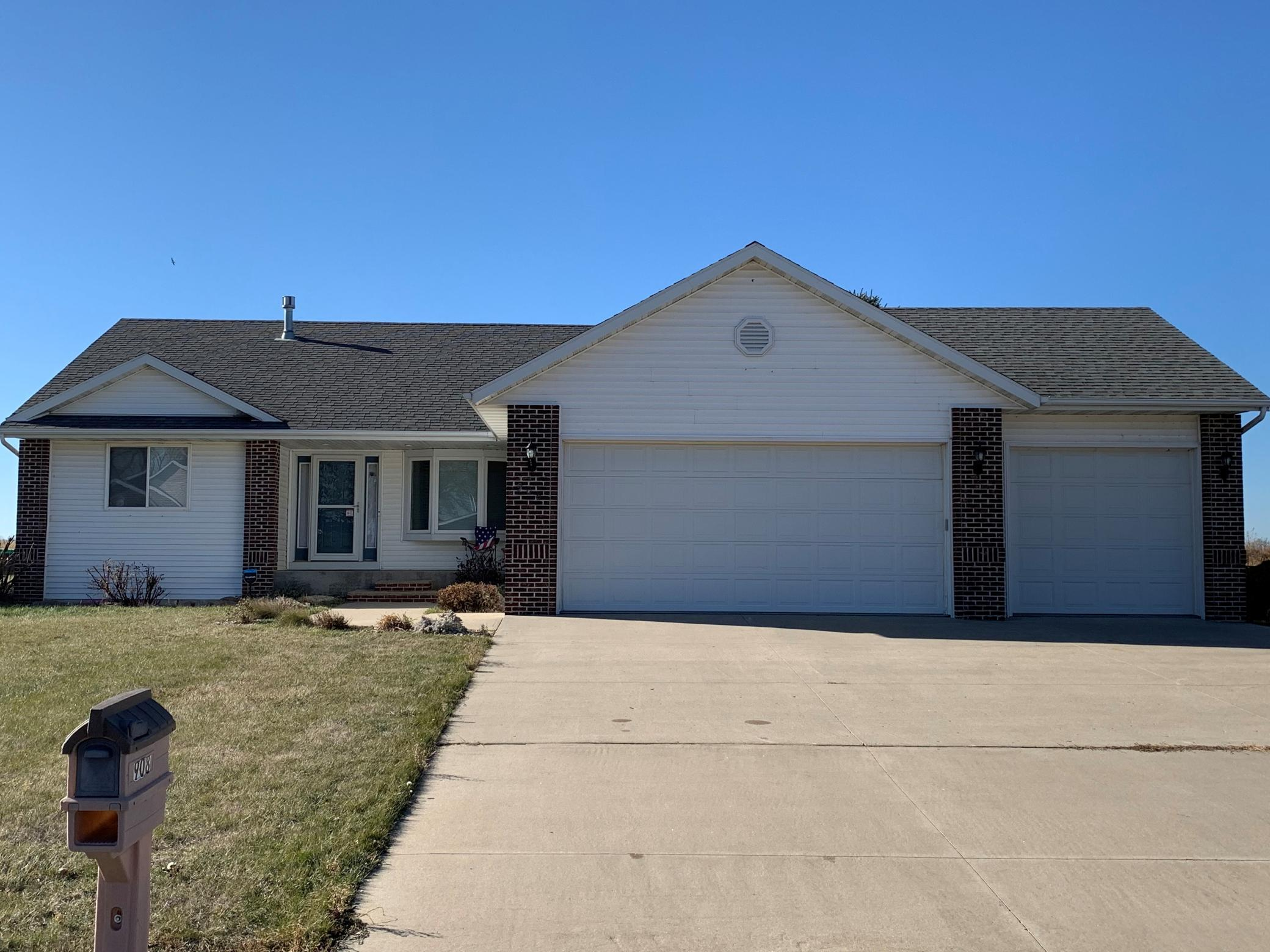 908 Sterling Avenue Property Photo - Worthington, MN real estate listing