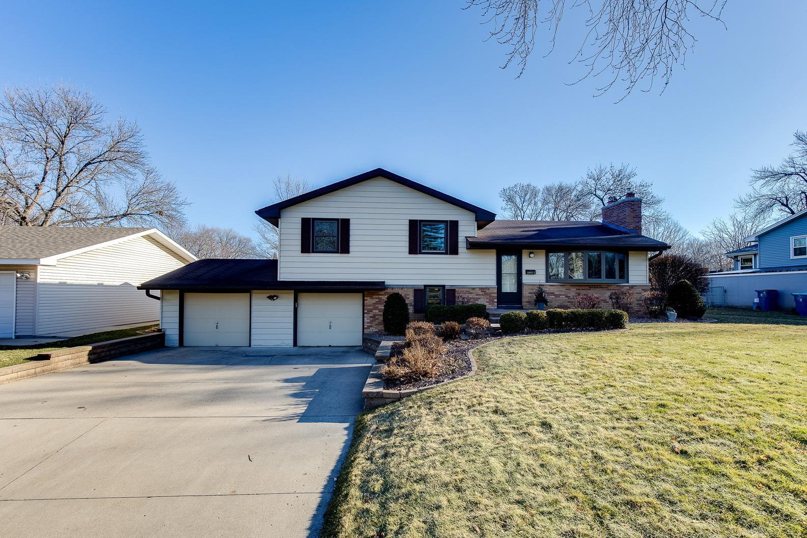 10817 Palmer Avenue S Property Photo - Bloomington, MN real estate listing