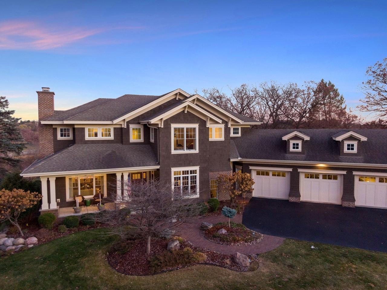 5125 Mirror Lakes Drive Property Photo - Edina, MN real estate listing