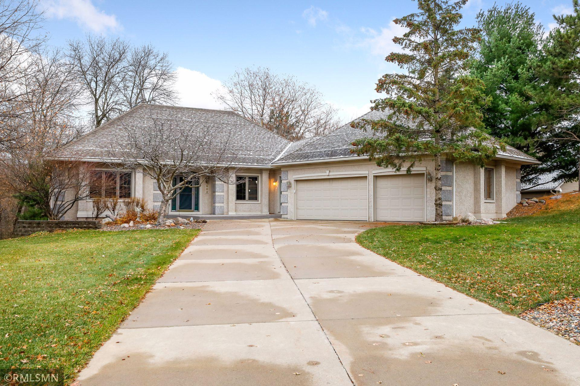 682 Huntington Court S Property Photo - Maplewood, MN real estate listing