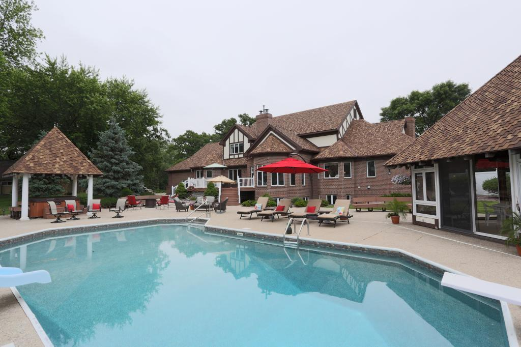 904 W 14th Street Property Photo - Blue Earth, MN real estate listing