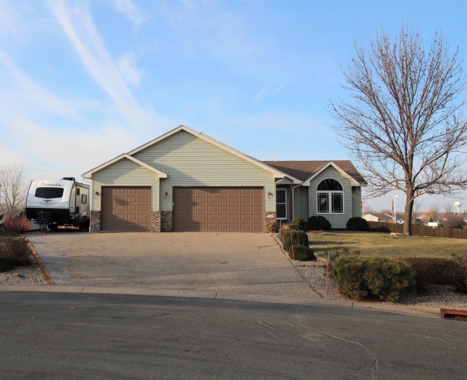 804 Sunrise Lane Property Photo - Belle Plaine, MN real estate listing