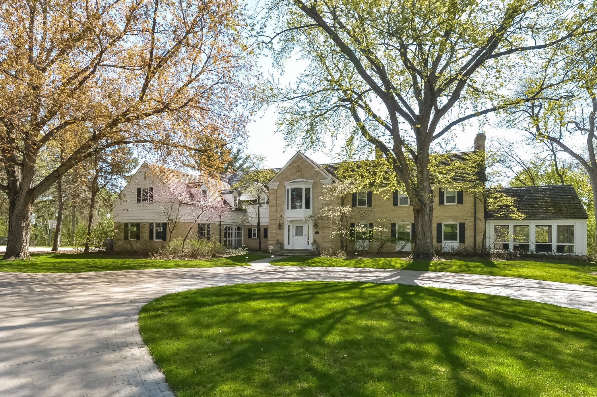 1590 Edgcumbe Road Property Photo - Saint Paul, MN real estate listing