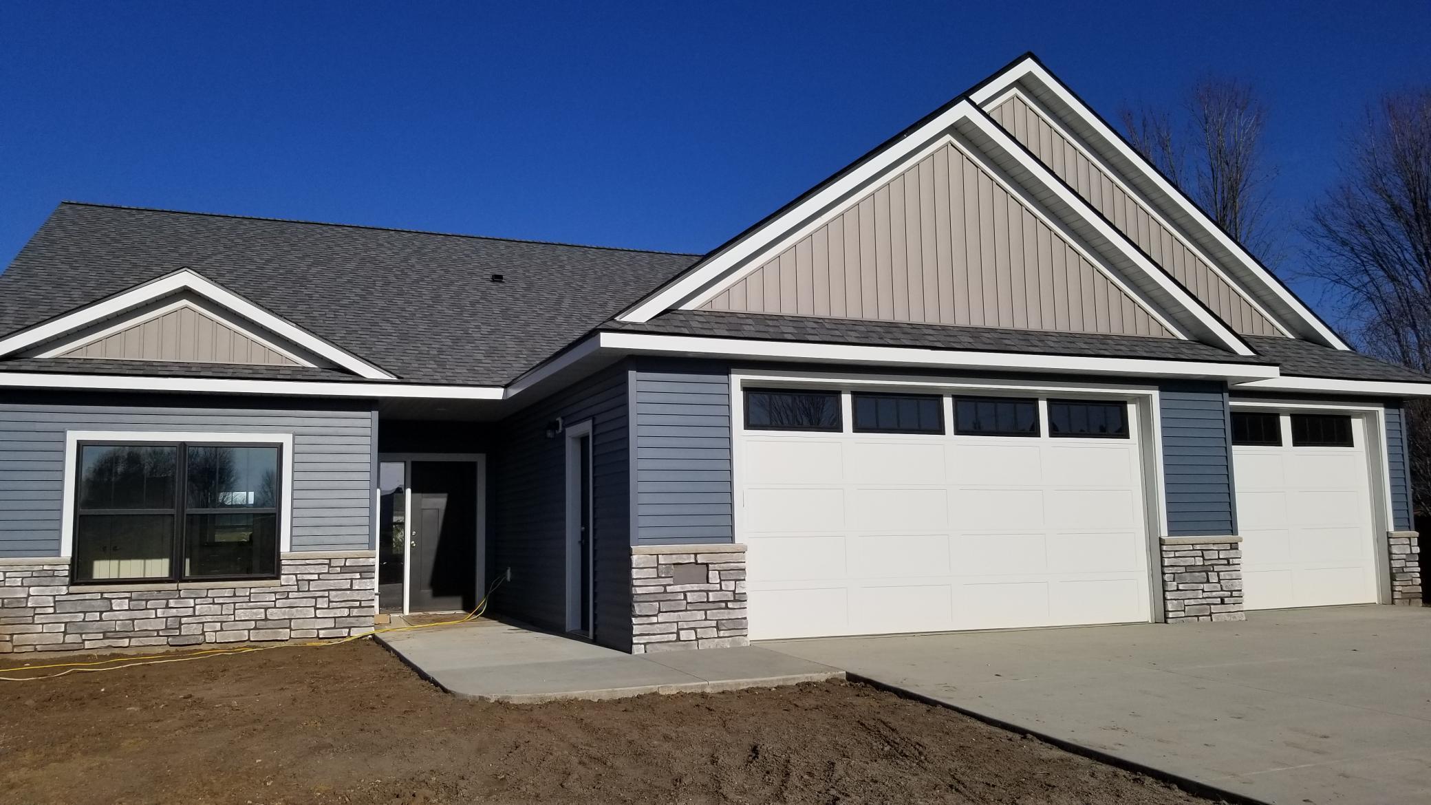 808 SE Bucknell Lane SE Property Photo - Stewartville, MN real estate listing