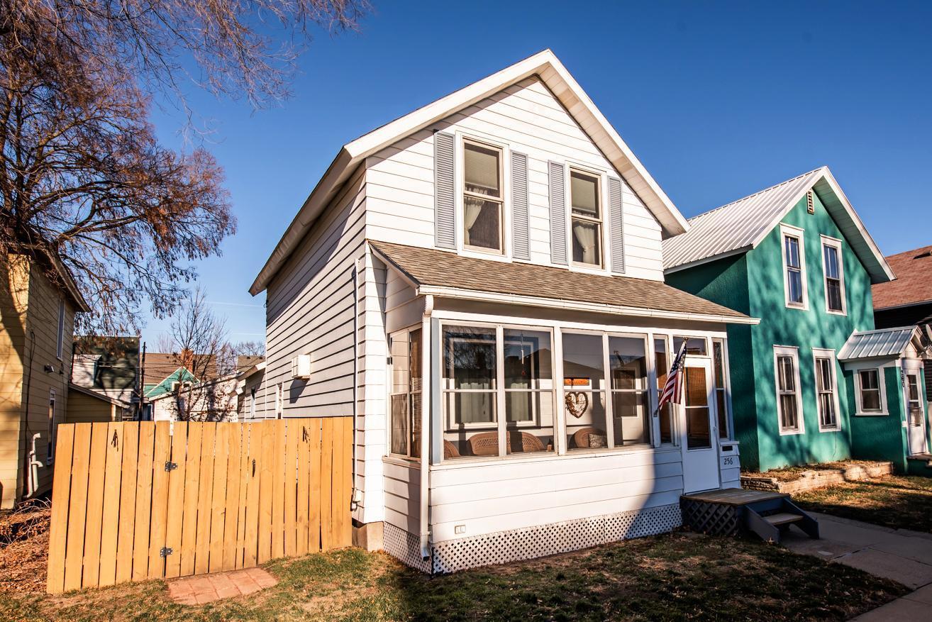 256 E 5th Street Property Photo
