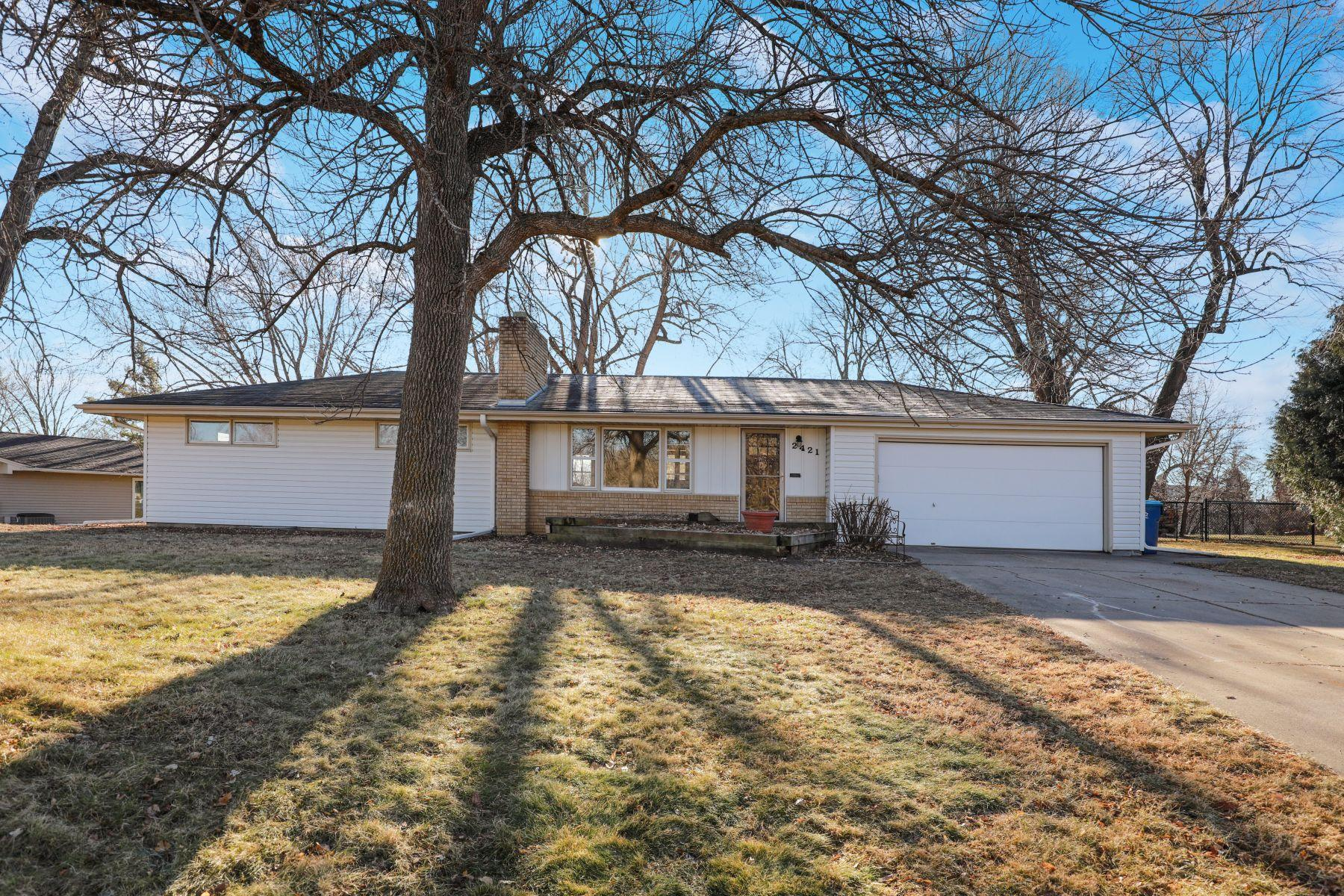 2421 Overlook Drive Property Photo - Bloomington, MN real estate listing