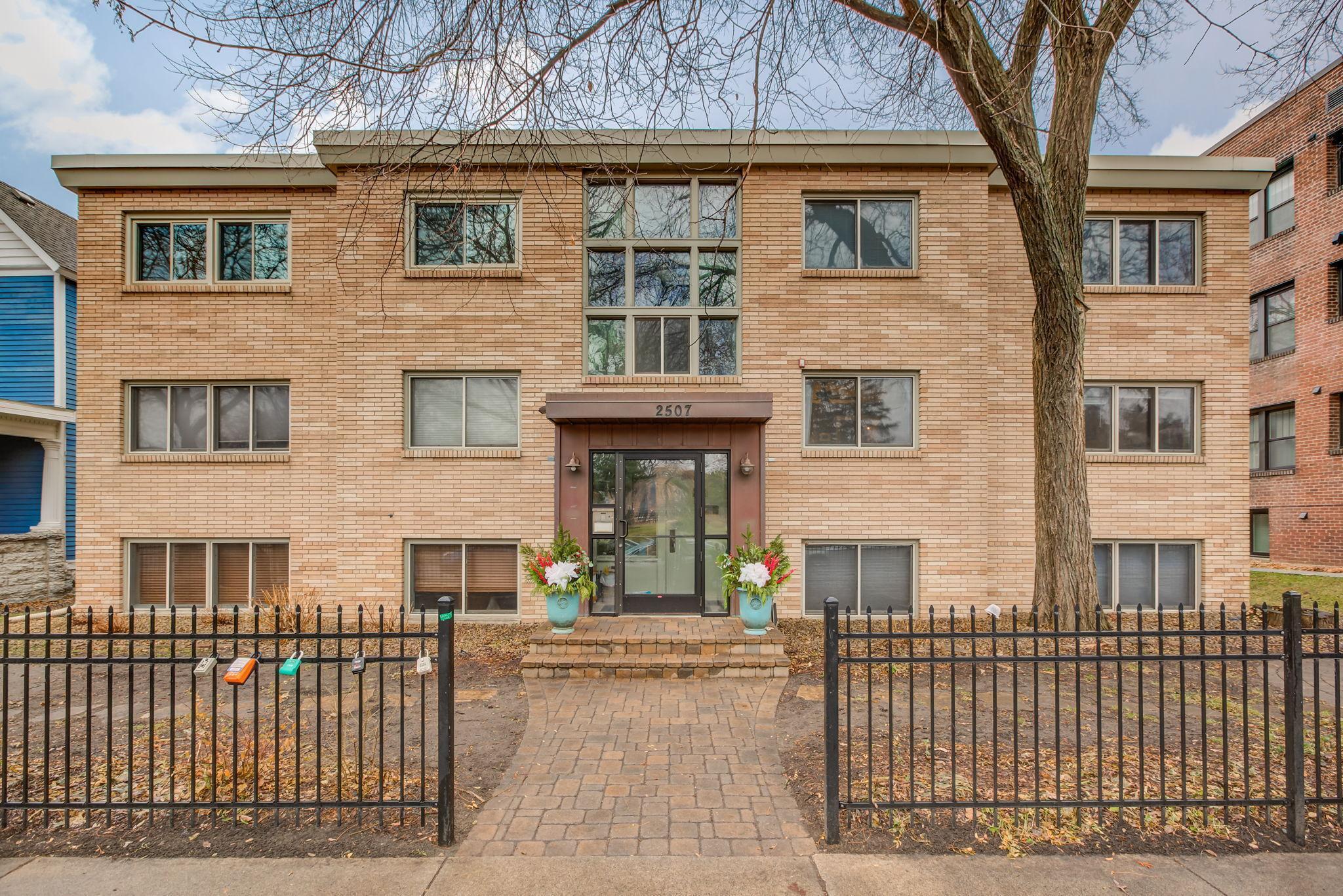 2507 Bryant Avenue S #002 Property Photo