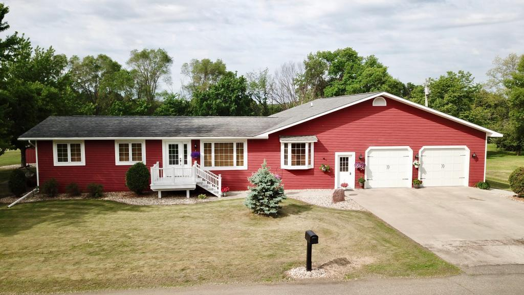 321 Oak Street SE Property Photo - Browns Valley, MN real estate listing