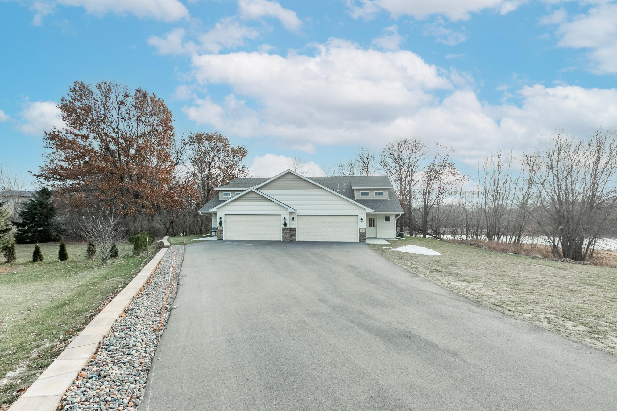 31321 Prairie Court Property Photo - Stacy, MN real estate listing