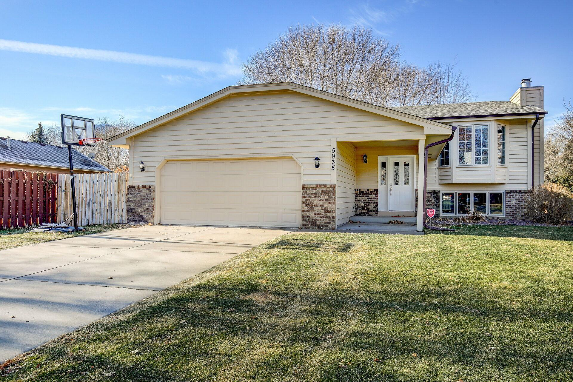 5935 Fernwood Street Property Photo - Shoreview, MN real estate listing