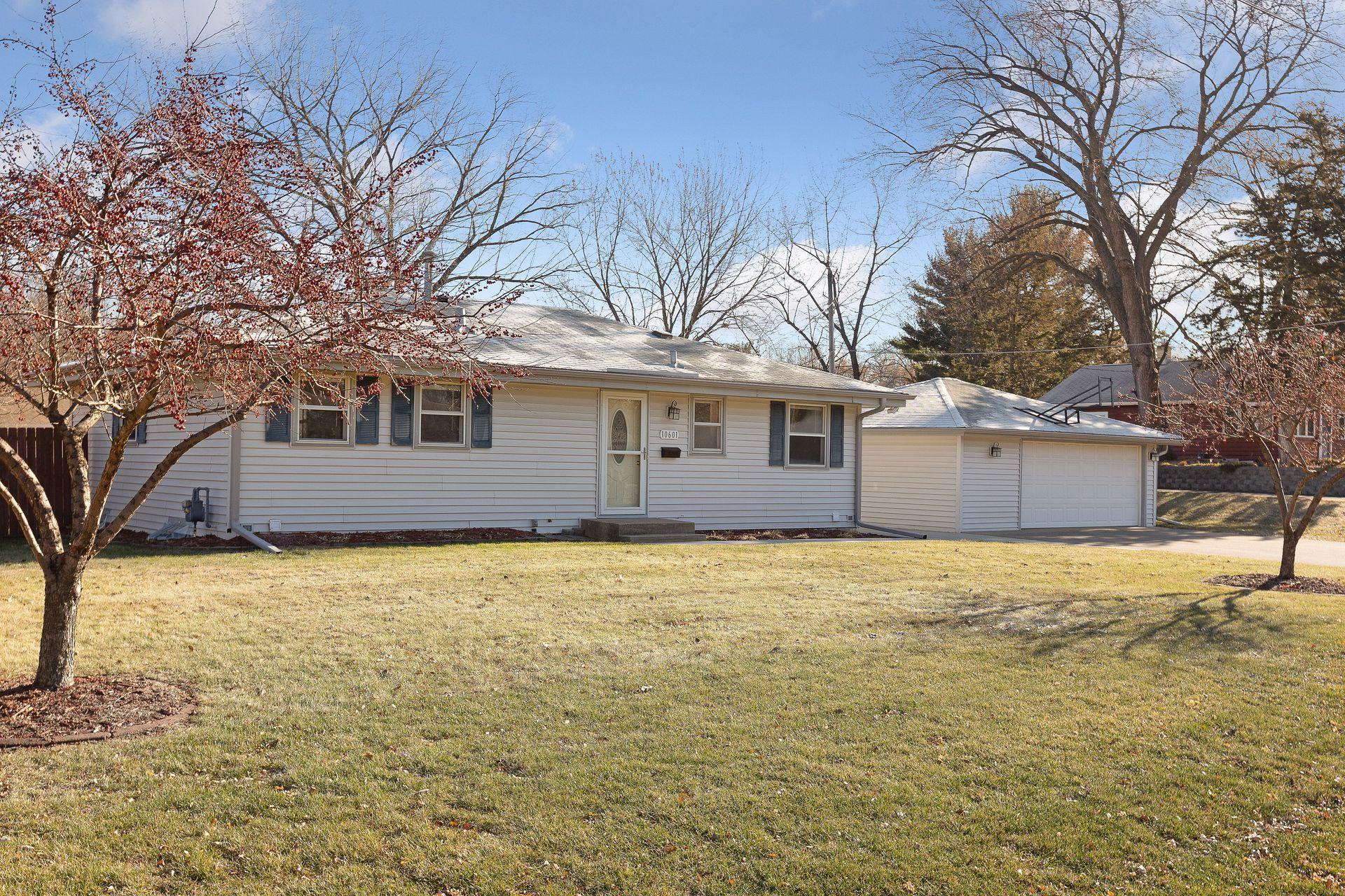 10601 Russell Avenue S Property Photo - Bloomington, MN real estate listing