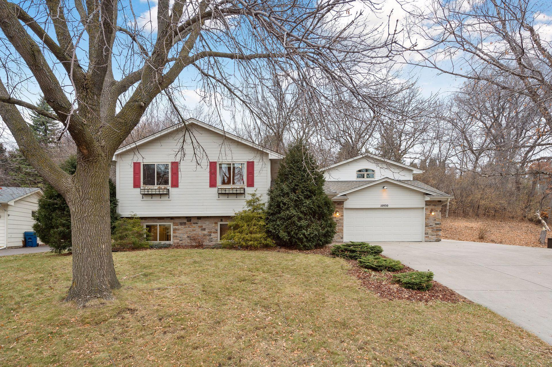 10930 47th Place N Property Photo - Plymouth, MN real estate listing