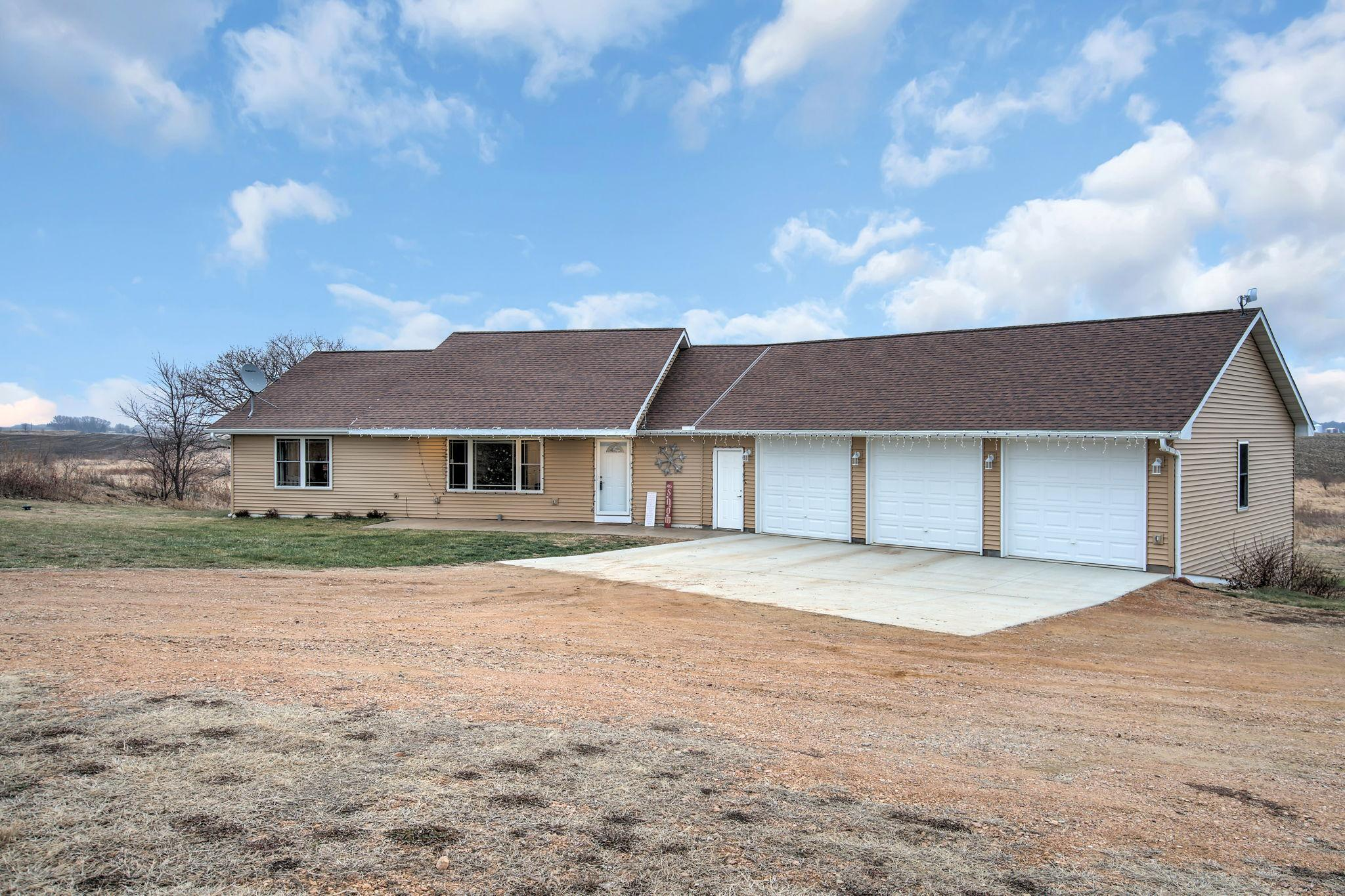 27265 Raven Road Property Photo - Belle Plaine, MN real estate listing