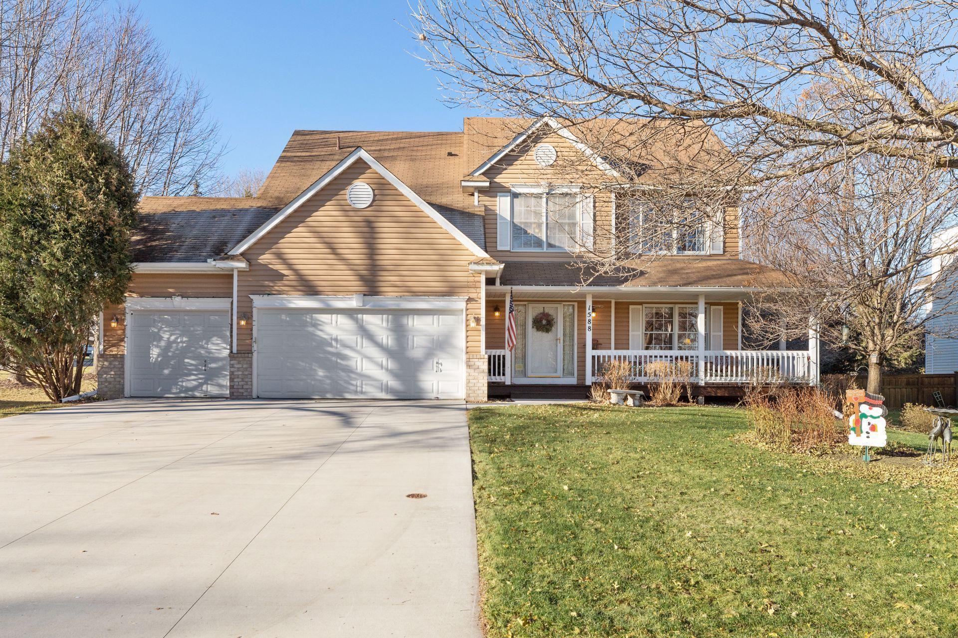 1588 Jewel Drive Property Photo - Woodbury, MN real estate listing