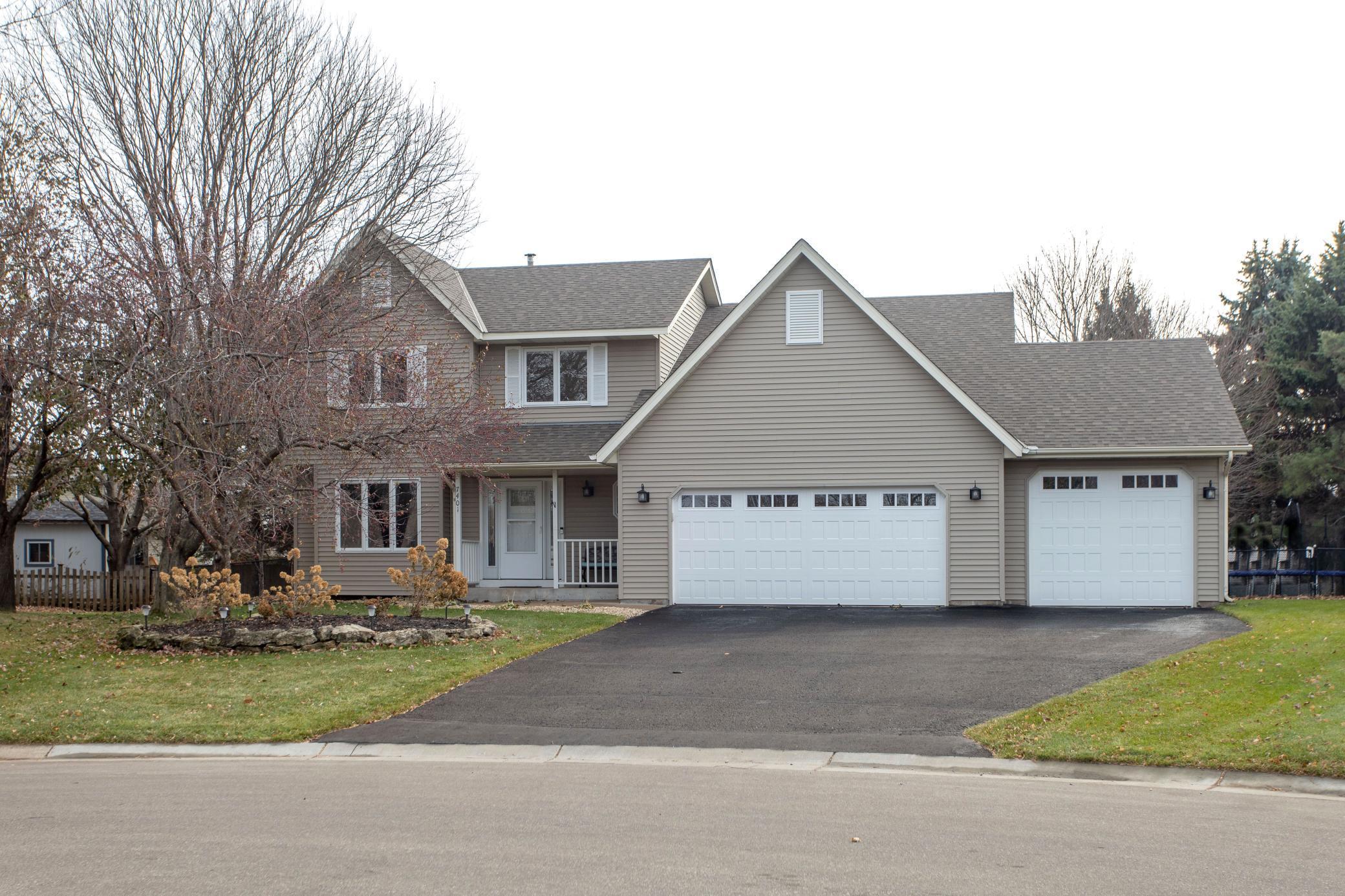 7401 Newbury Alcove Property Photo - Woodbury, MN real estate listing
