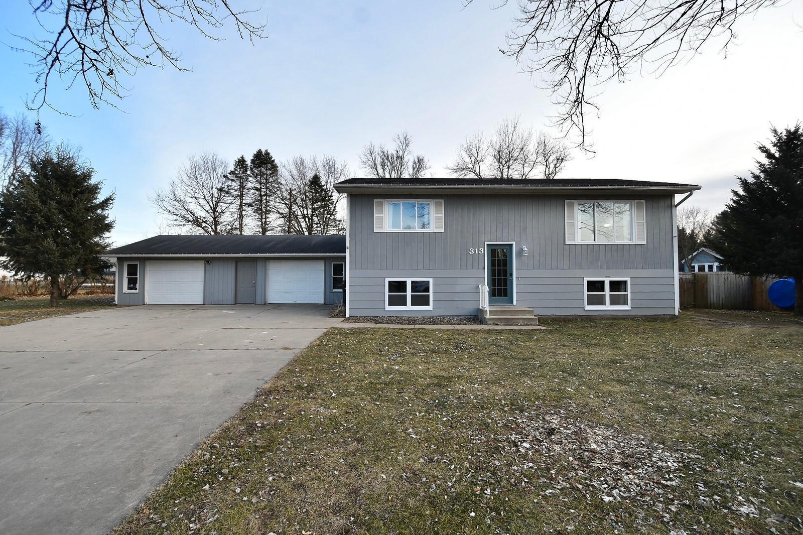 313 Parkview Circle Property Photo - Zumbrota, MN real estate listing