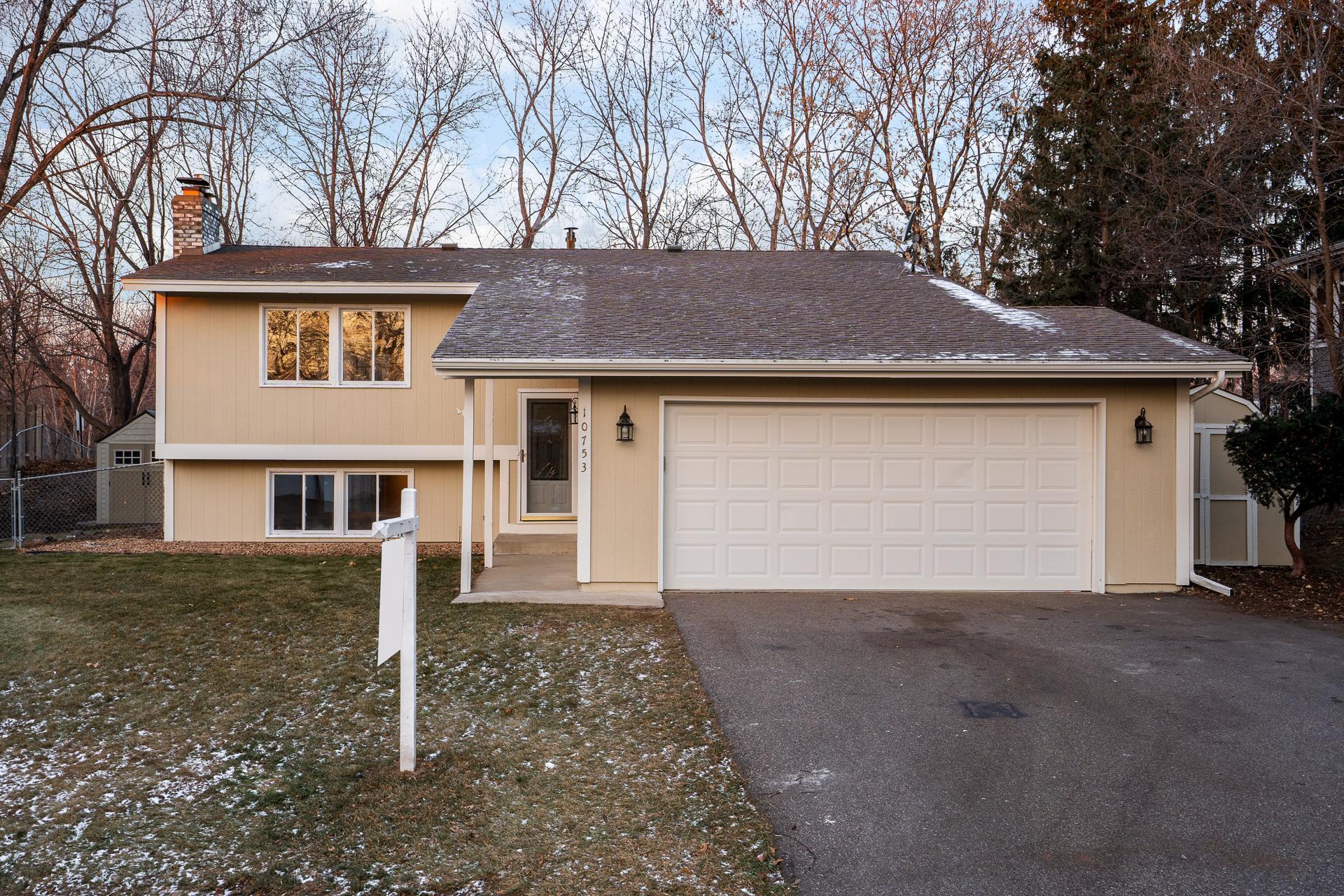 10753 Bush Lake Road Circle Property Photo - Bloomington, MN real estate listing