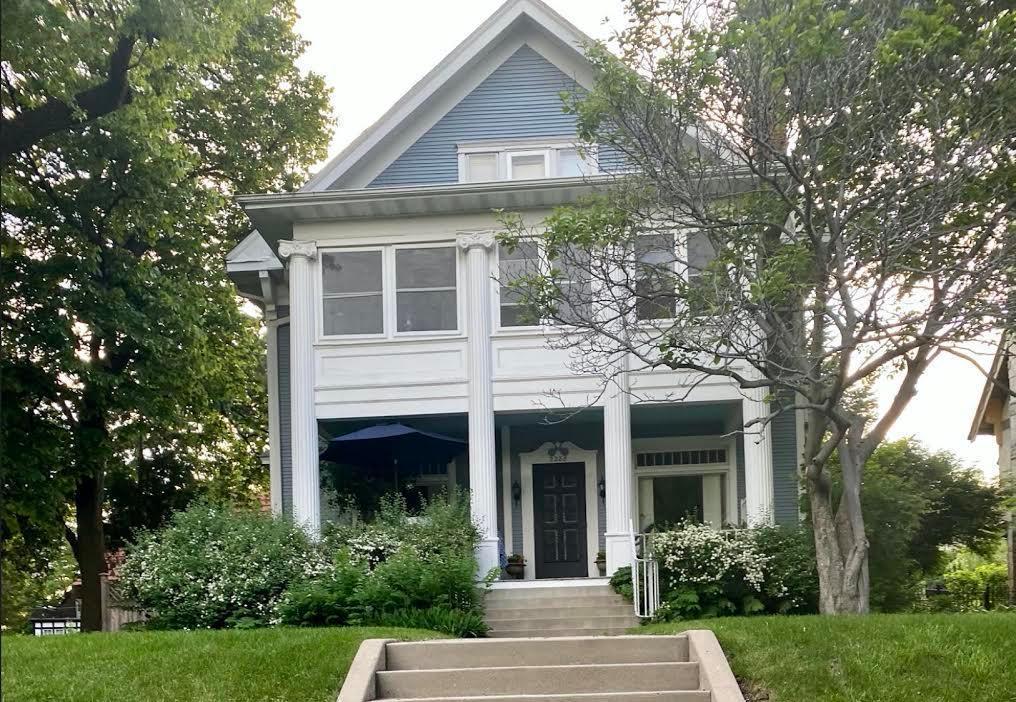 2288 W Lake Of The Isles Parkway Property Photo - Minneapolis, MN real estate listing