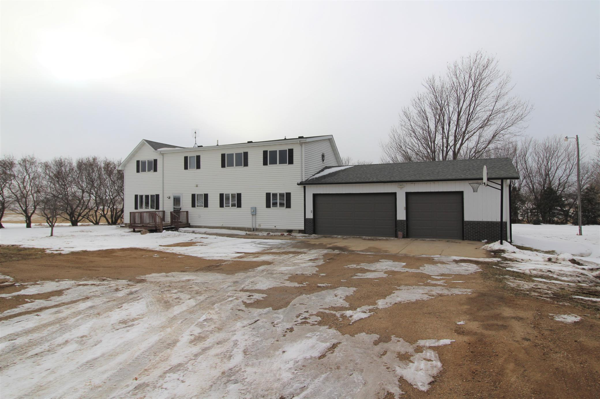 1393 100th Avenue Property Photo - Luverne, MN real estate listing