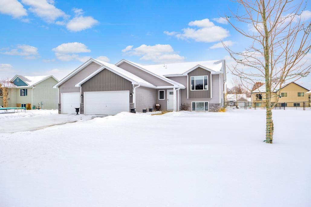 30319 Fox Run Road Property Photo - Stacy, MN real estate listing