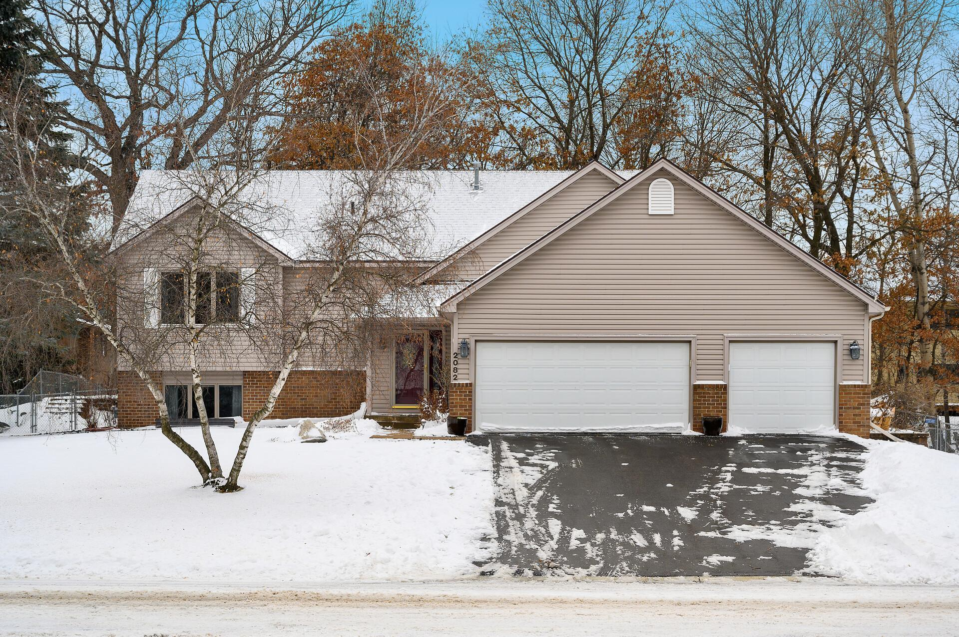 2082 Pin Oak Drive Property Photo - Eagan, MN real estate listing
