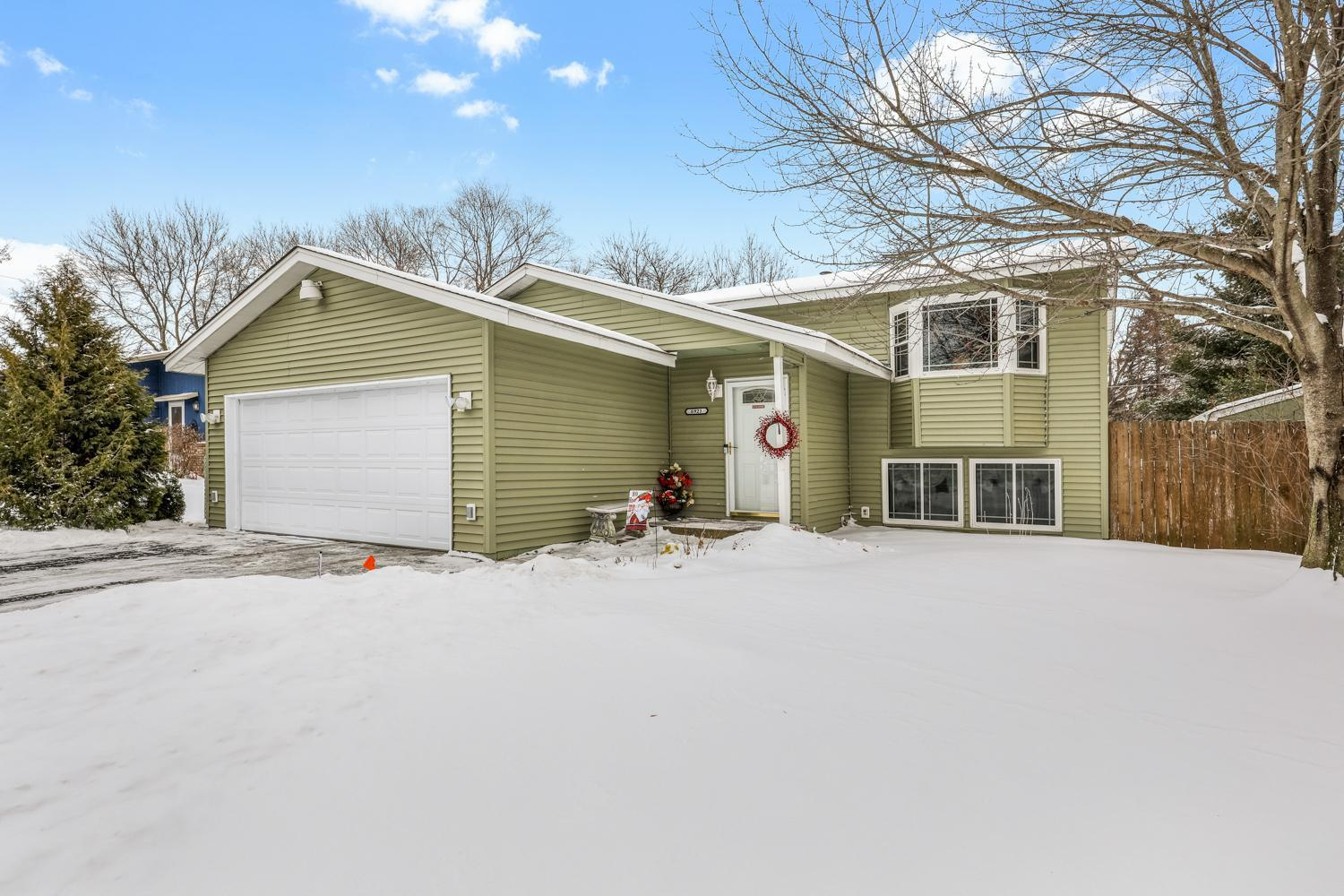6921 26th Street N Property Photo - Oakdale, MN real estate listing