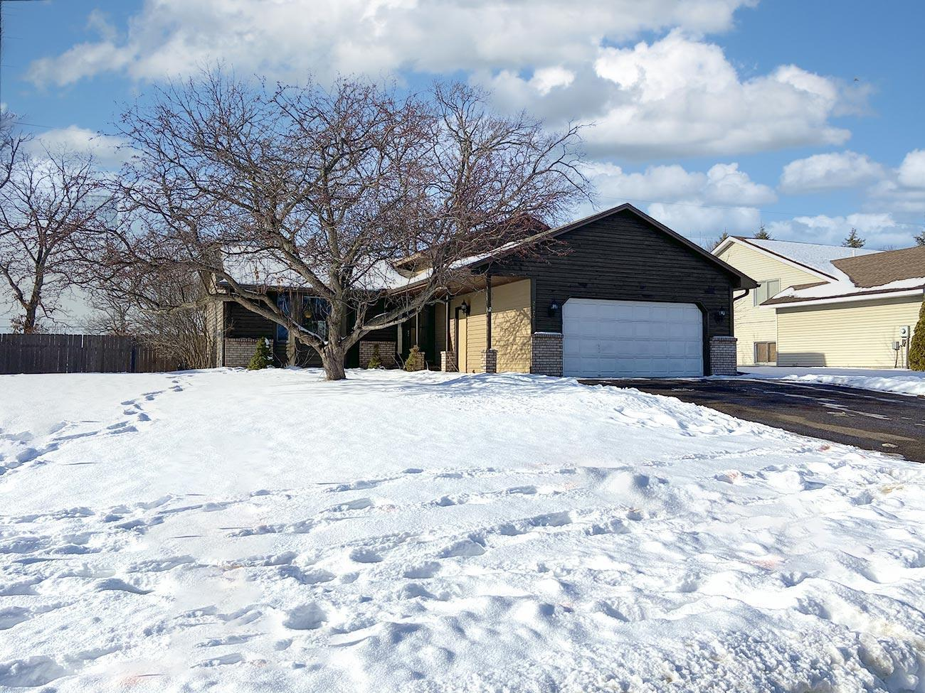 2172 Hale Avenue N Property Photo - Oakdale, MN real estate listing