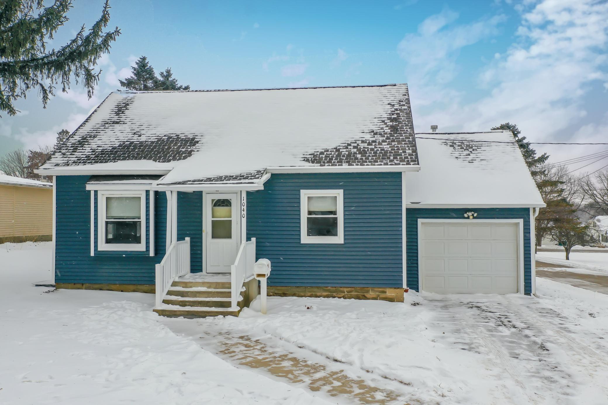 1040 East Avenue Property Photo - Zumbrota, MN real estate listing