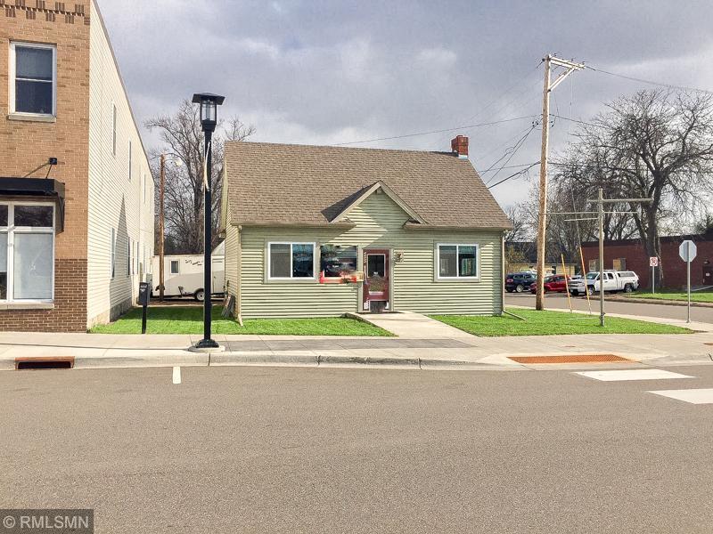 10615 Railroad Avenue Property Photo