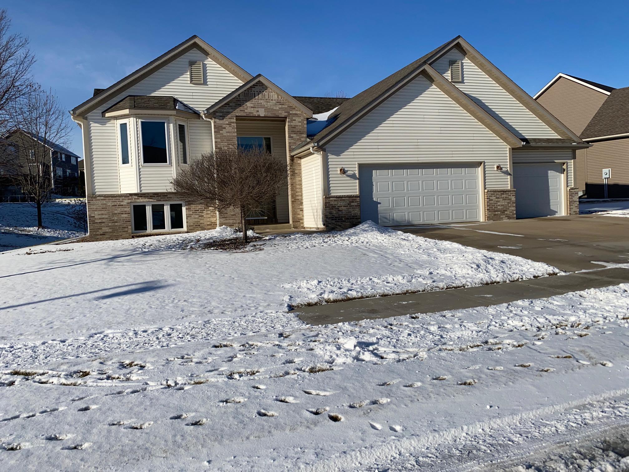 2352 Crimson Ridge Circle NW Property Photo - Rochester, MN real estate listing