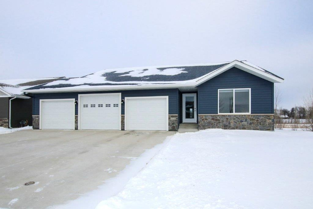 1571 9th Avenue SW Property Photo - Hutchinson, MN real estate listing