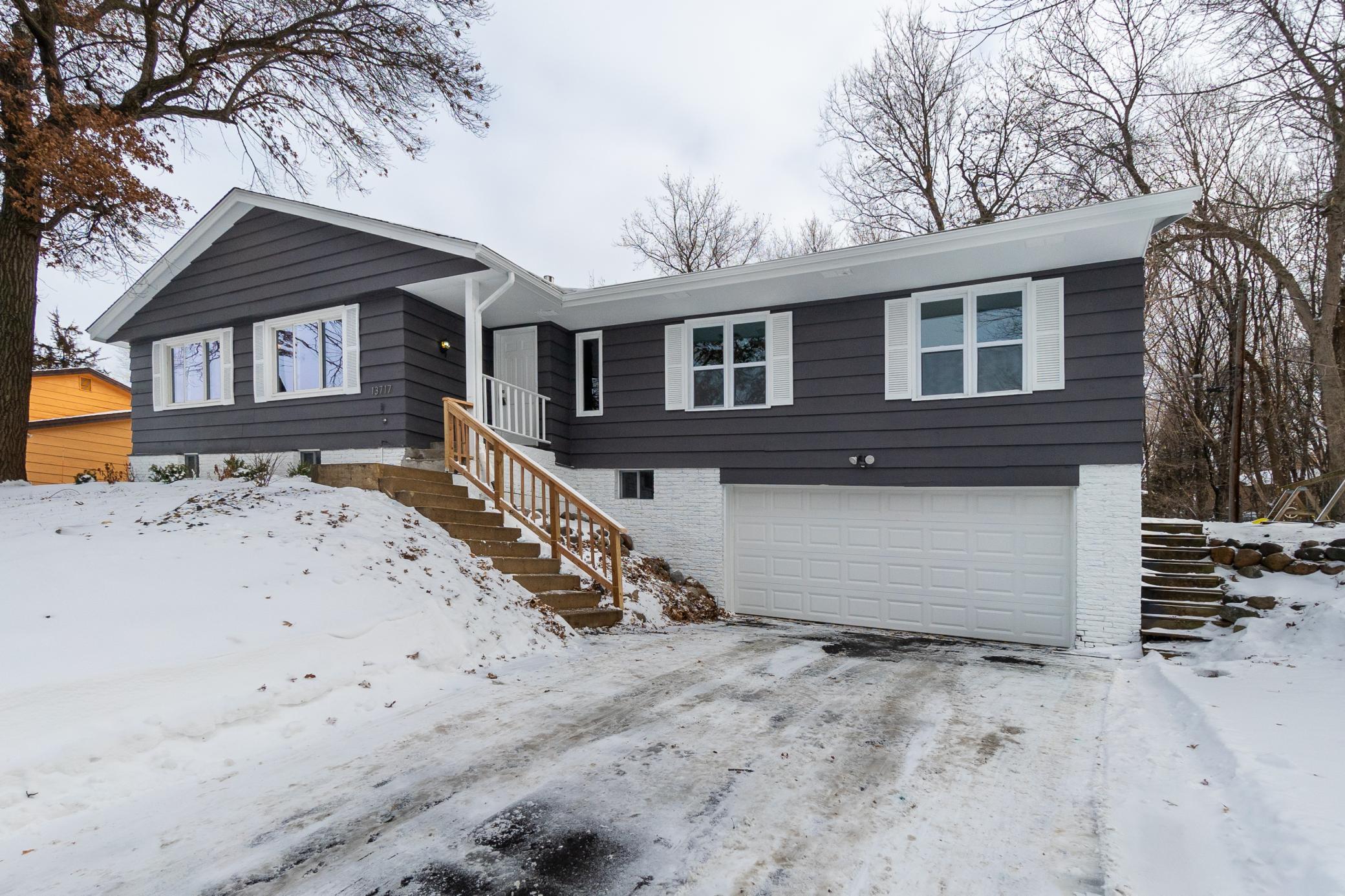 13717 Wellington Crescent Property Photo - Burnsville, MN real estate listing