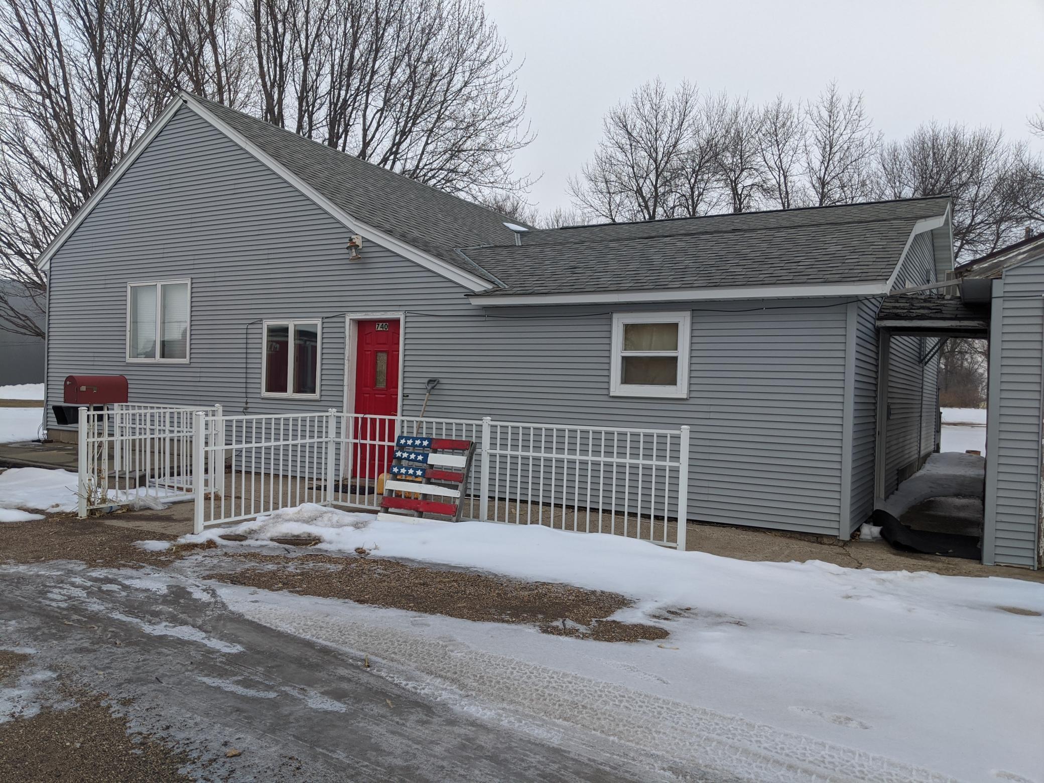 740 N Munsterman Street Property Photo - Appleton, MN real estate listing