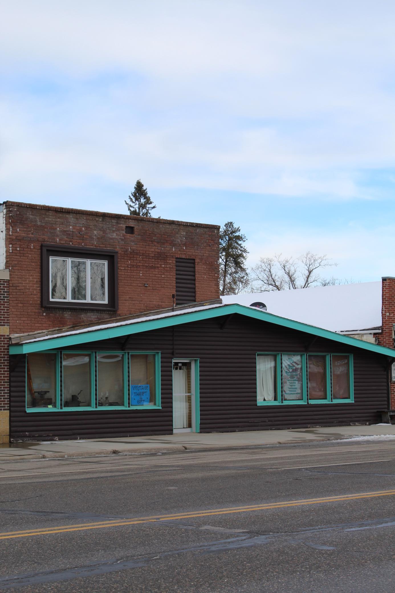 106 Main Street E Property Photo