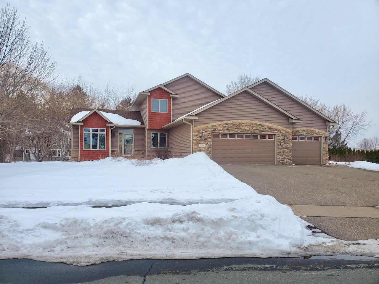11981 N Meadow Curve Property Photo - Lindstrom, MN real estate listing
