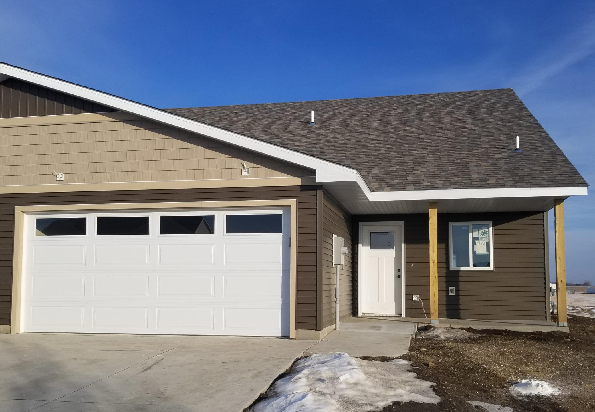 919 3rd Avenue SE Property Photo - Hayfield, MN real estate listing
