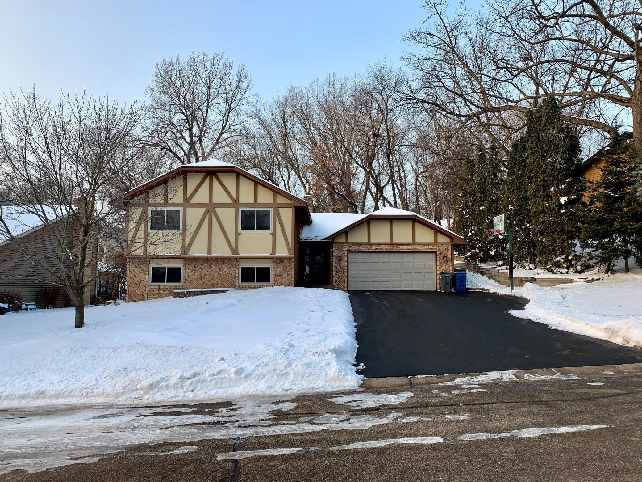 11605 52nd Avenue N Property Photo - Plymouth, MN real estate listing