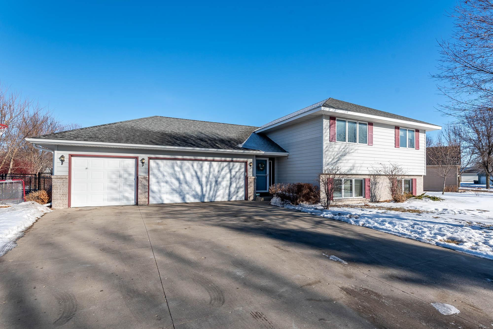 1652 La Mar Drive Property Photo - North Mankato, MN real estate listing