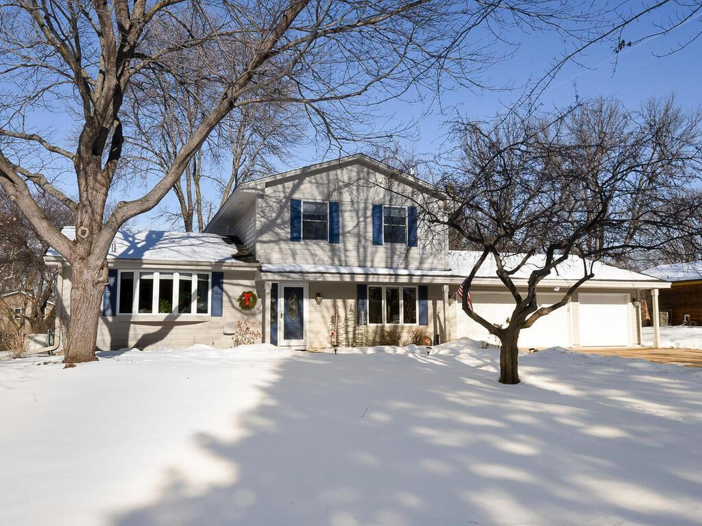 10410 38th Avenue N Property Photo - Plymouth, MN real estate listing