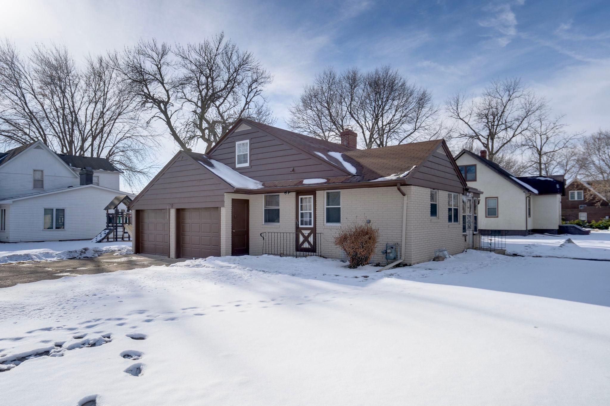 121 Elm Street NE Property Photo - Sleepy Eye, MN real estate listing