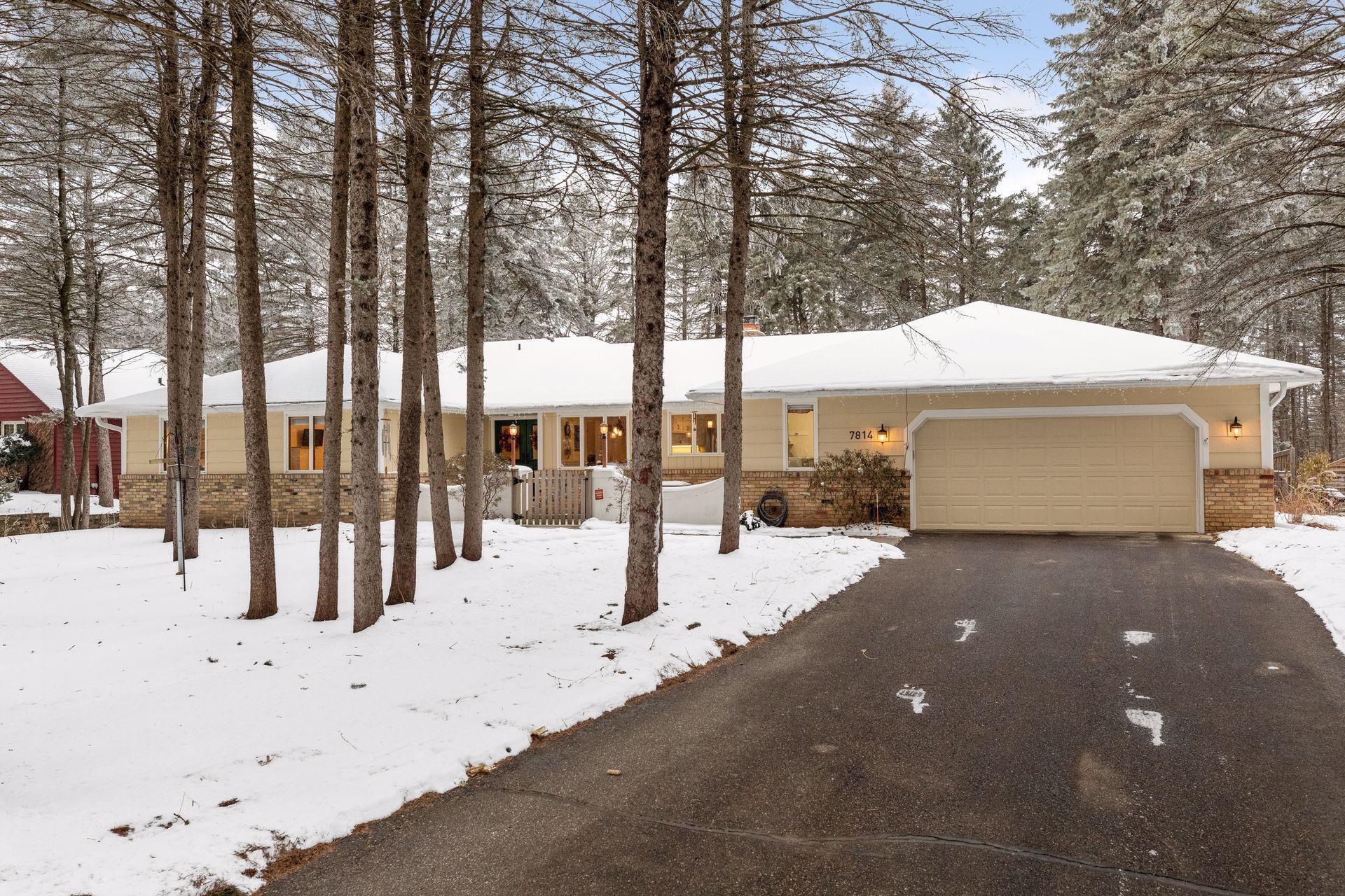 7814 Pinehurst Road Property Photo - Woodbury, MN real estate listing