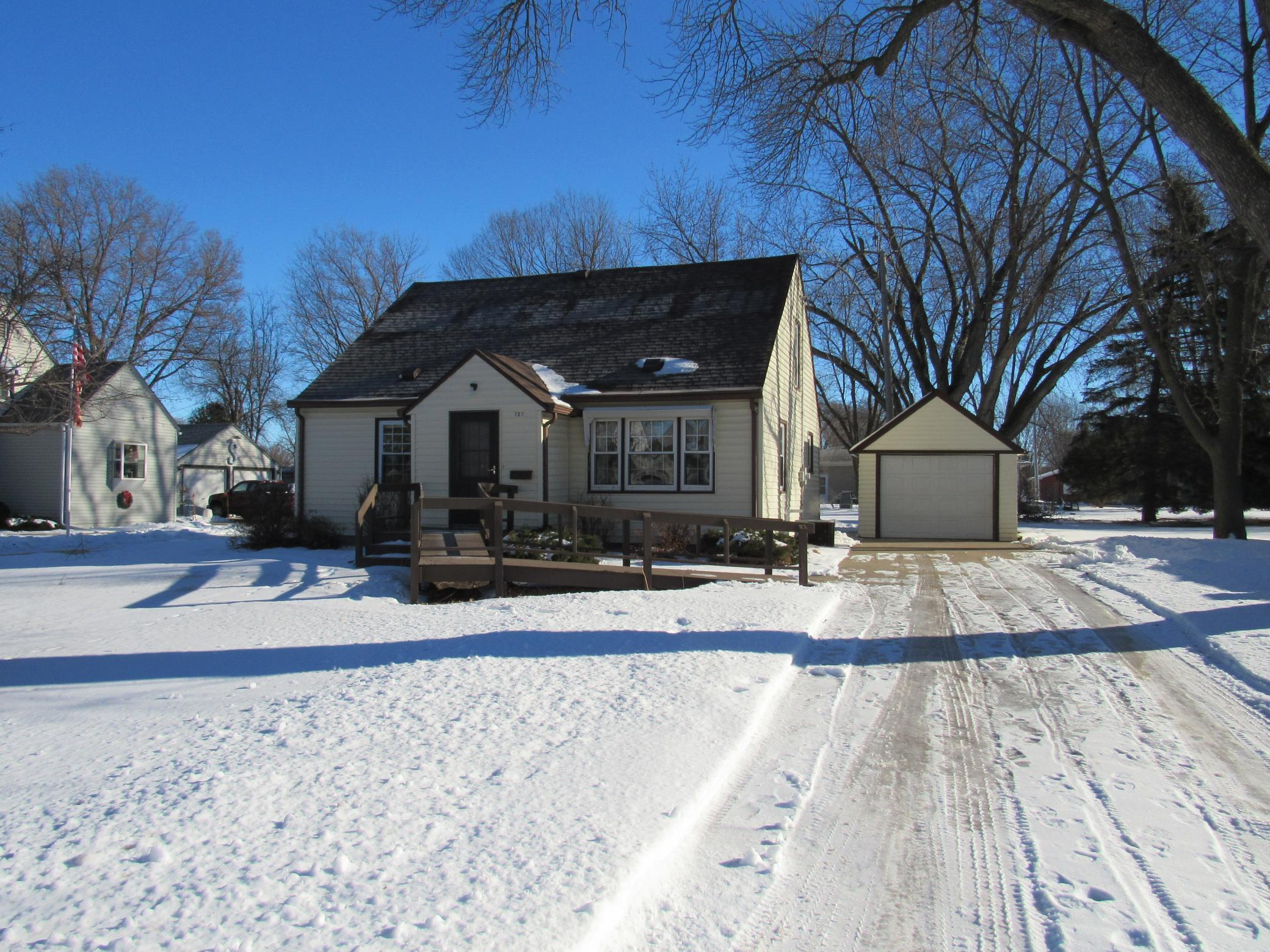 727 S Ramsey Street Property Photo - Blue Earth, MN real estate listing