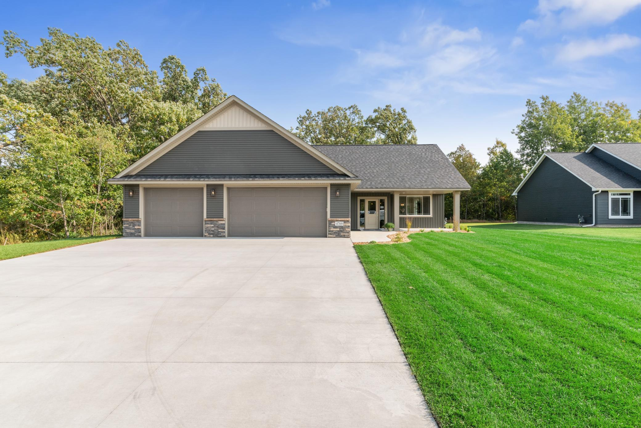 26597 Frontier Avenue Property Photo - Wyoming, MN real estate listing