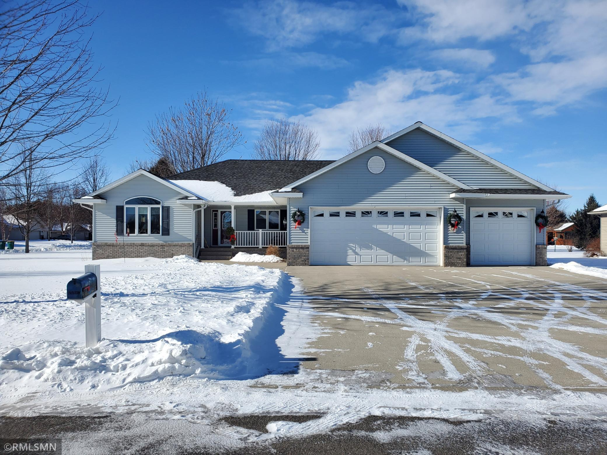 711 Maplewood Avenue Property Photo - Litchfield, MN real estate listing