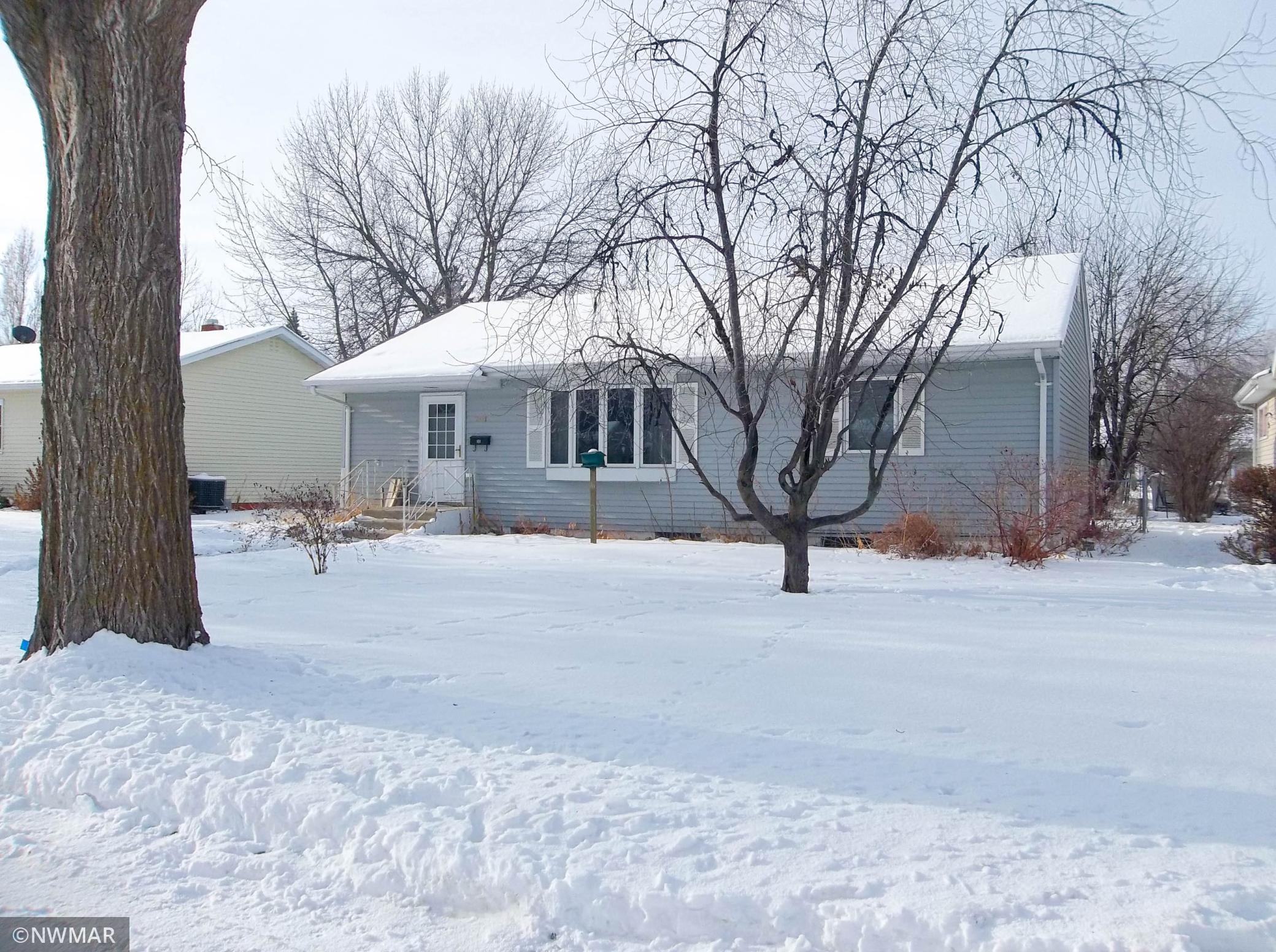 301 Maple Avenue S Property Photo