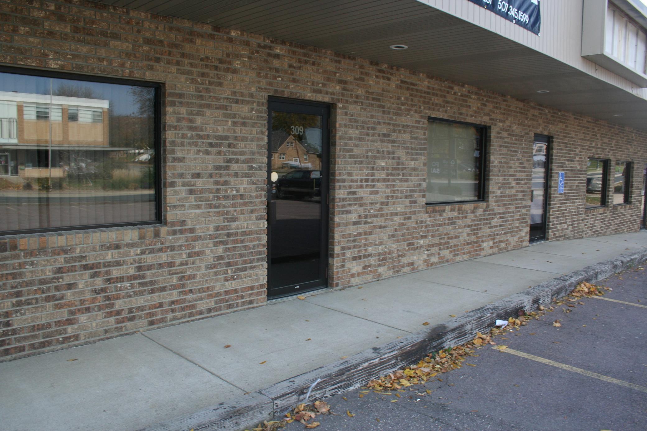 301 Madison Avenue Property Photo