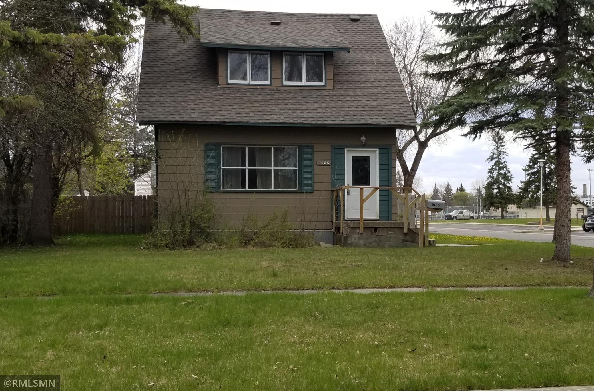 1025 Riverside Drive Property Photo