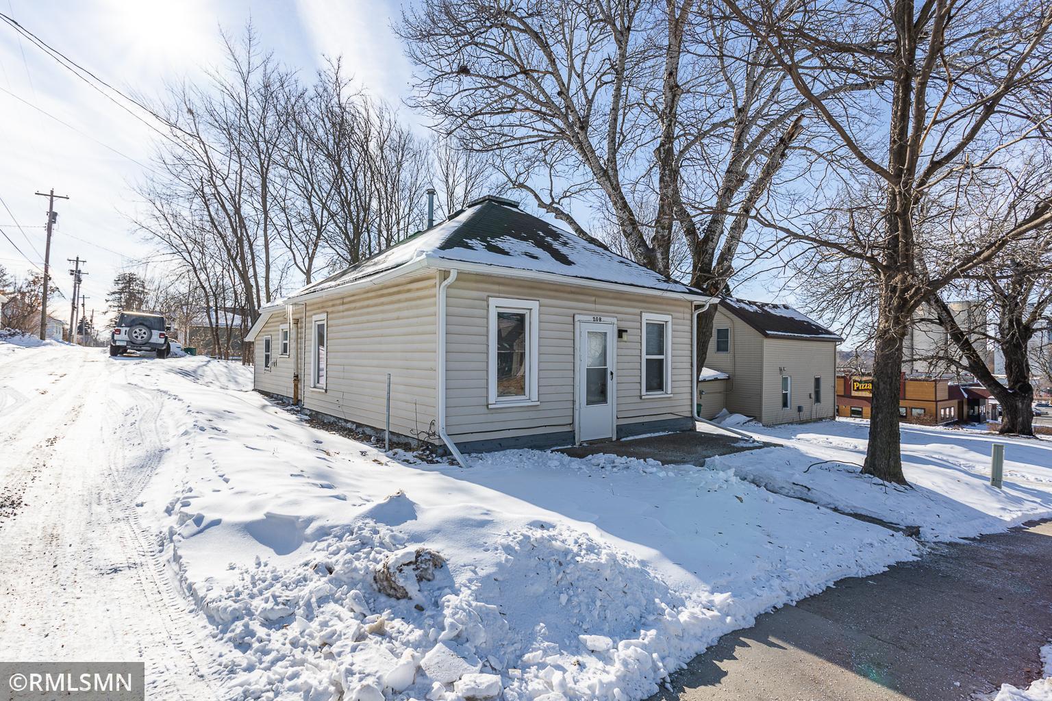 208 Swan Street Property Photo