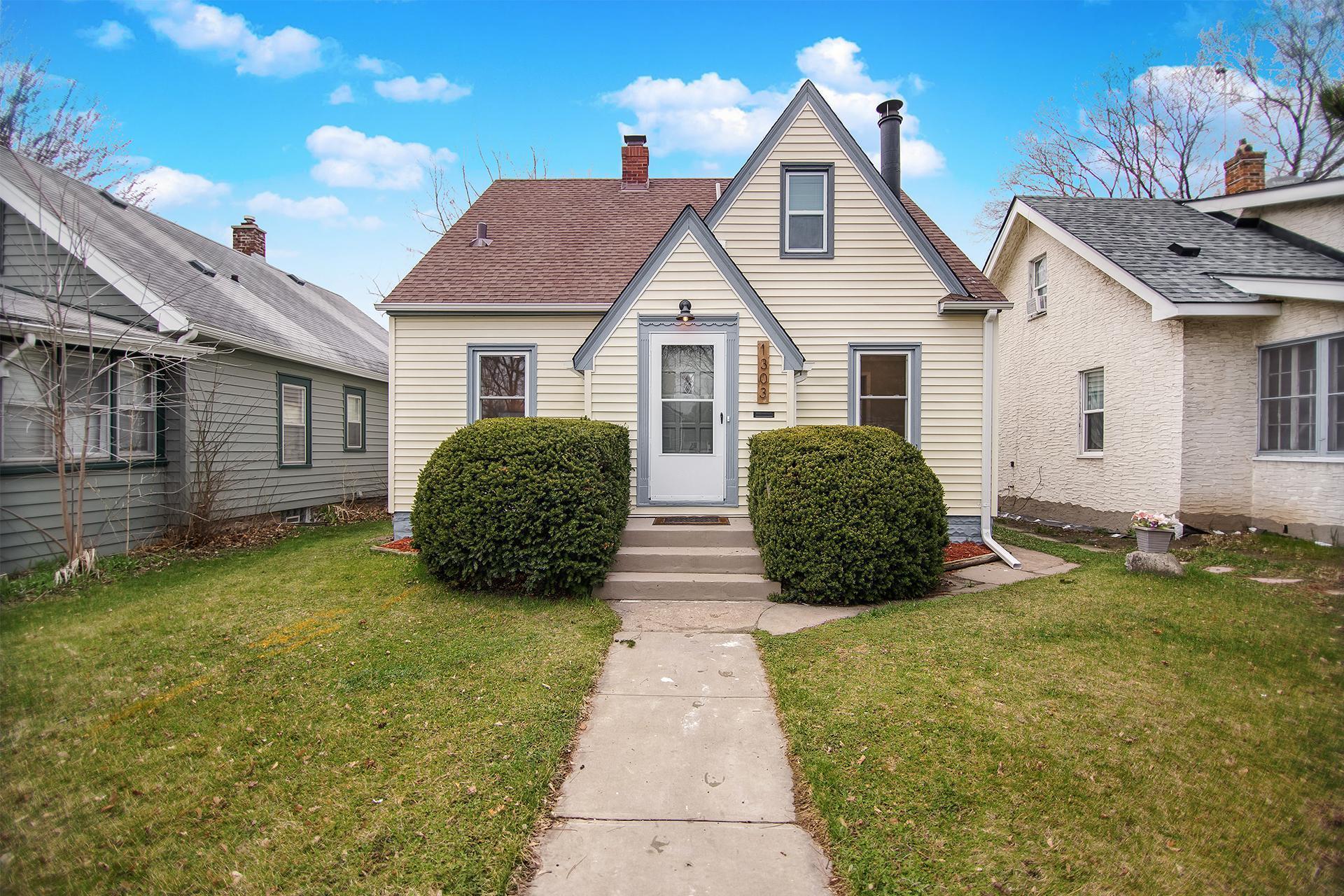 1303 6th Street E Property Photo